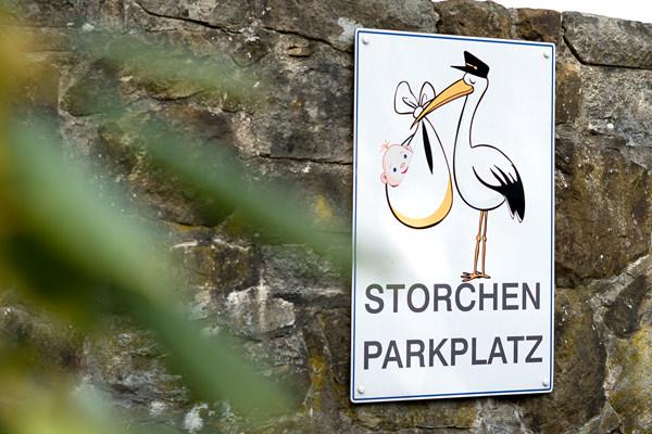 Storchen-Parkplatz der Hebammengemeinschaft am Klinikum in Halle Westfalen